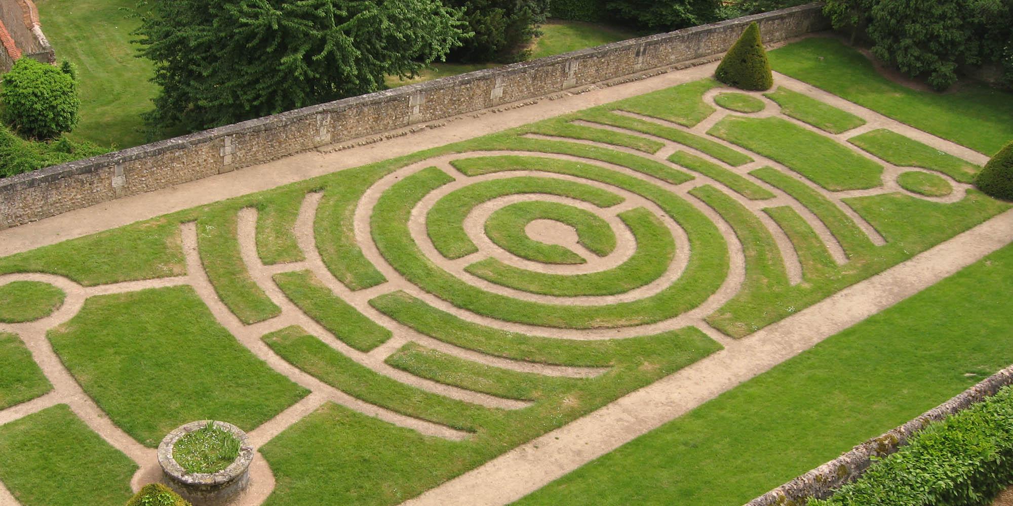 chartres-maze-garden Kopie.jpg
