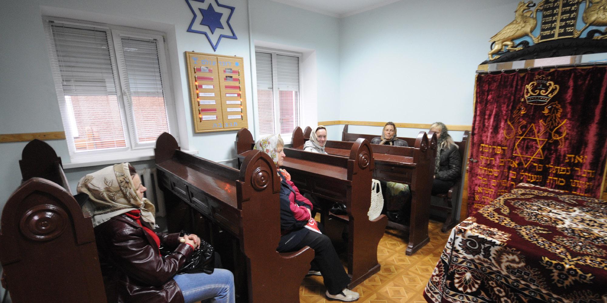 czernowitz-synagoge-besucher.jpg