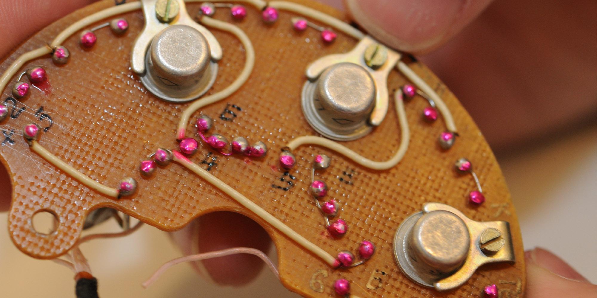 fialka-transistor.jpg