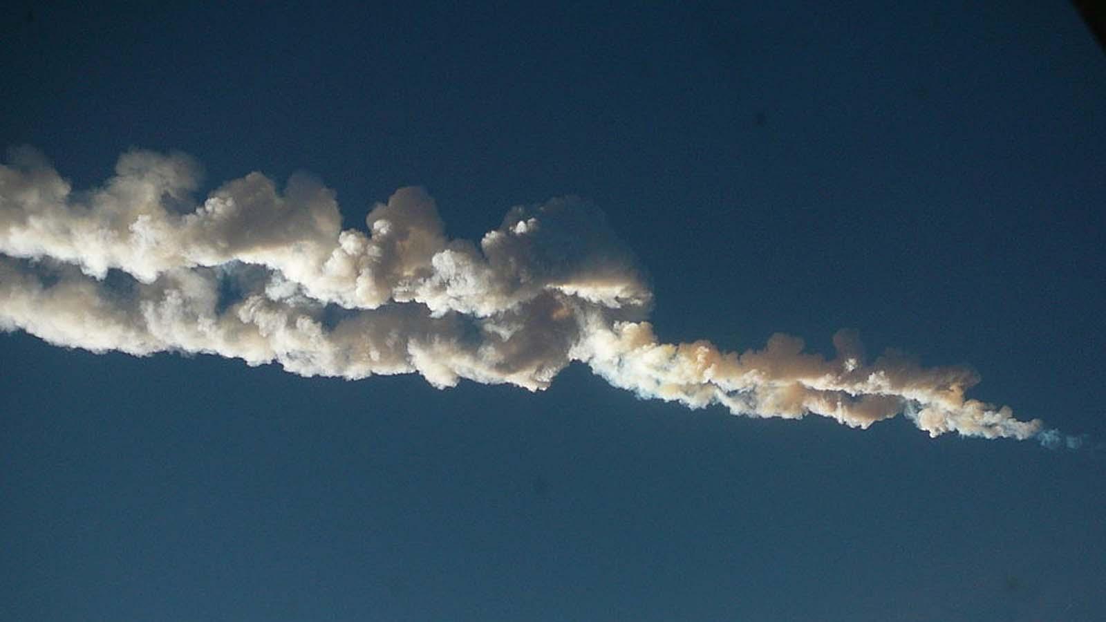 Chelyabinsk_meteor_trace_15-02-2013-pano.jpg