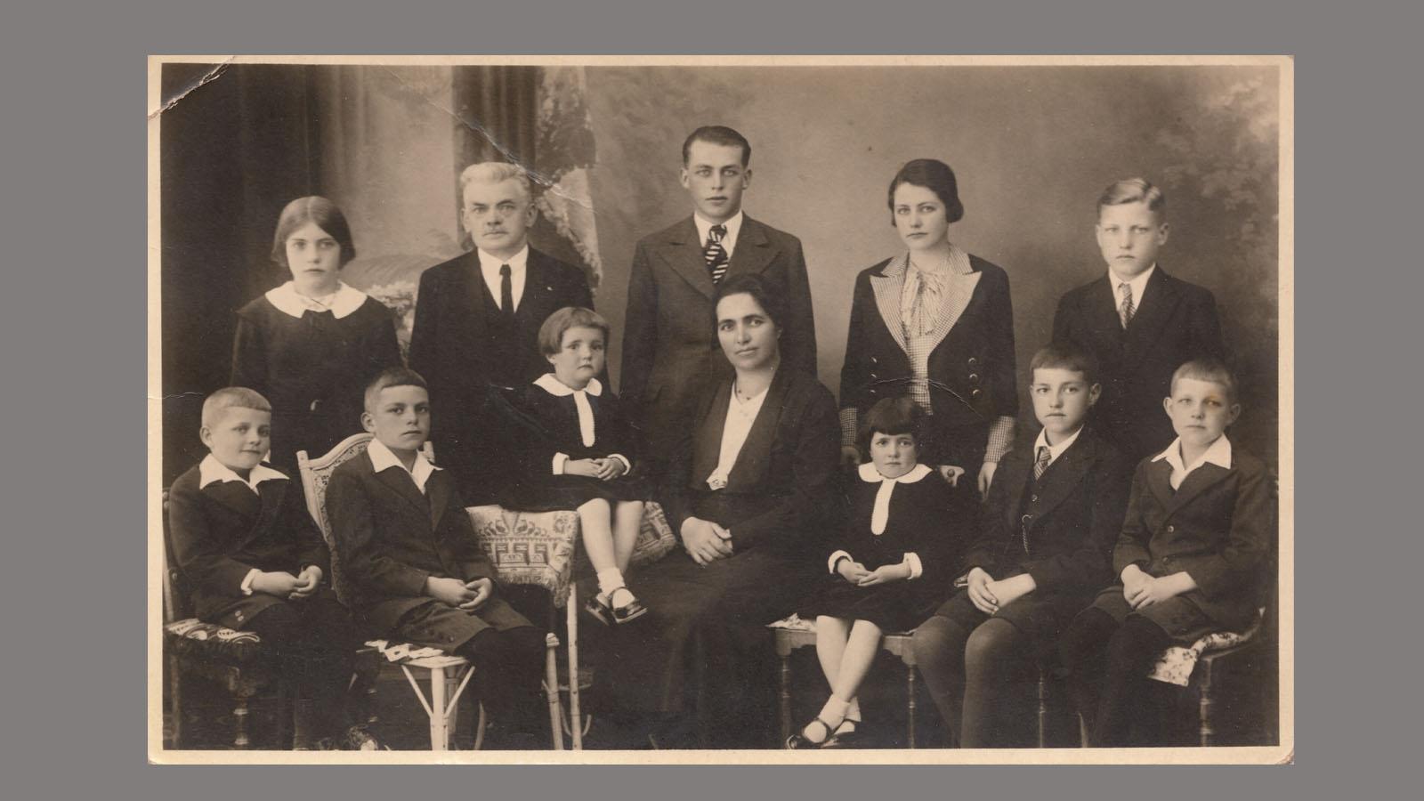 1938-family-landwehr.jpg