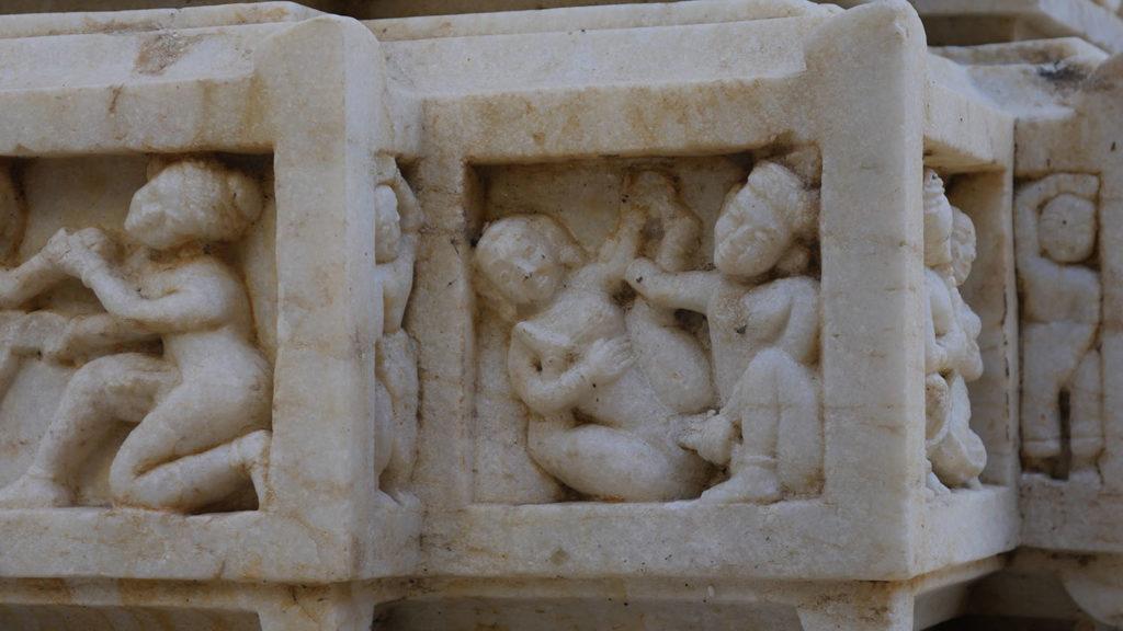 Erotische Darstellung aus einem Hindutempel in Udaipur